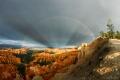 Arcs-en-ciel et rayons anticr�pusculaires sur Bryce Canyon