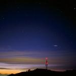 Observation d'un flash lumineux dans le ciel.
