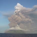 Le Mont Anatahan entre en éruption