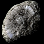 Hyperion, Une lune aux cratères étranges