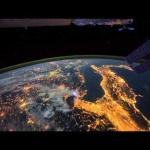 Survoler la Terre de nuit