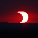 Eclipse partielle sur la baie de Manille