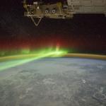 Une aurore et le cratère de Manicouagan depuis l'ISS