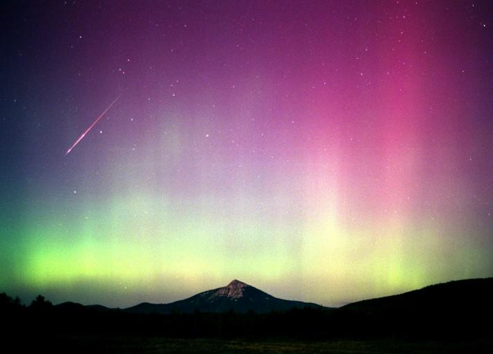 Perséide dans la lumière d'une aurore