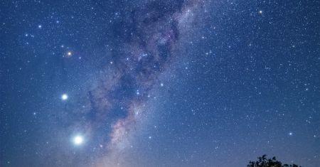 La Lune, quatre planètes et un émeu