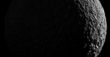 Mimas au clair de Saturne
