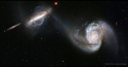 Arp 87, galaxies en fusion vues par Hubble