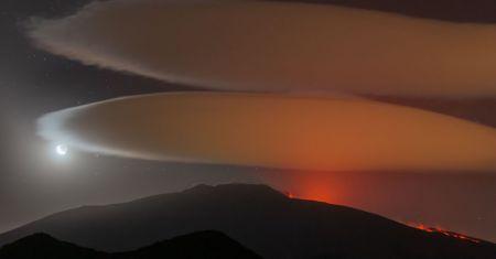 Nuages lenticulaires au-dessus de l'Etna
