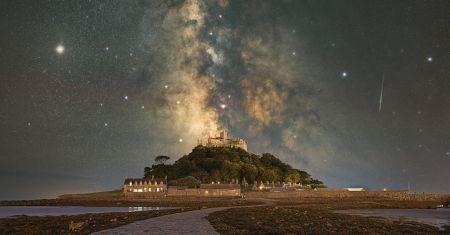 La Voie lactée sur le Mont Saint Michael