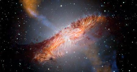 Le champ magnétique complexe de Centaurus A
