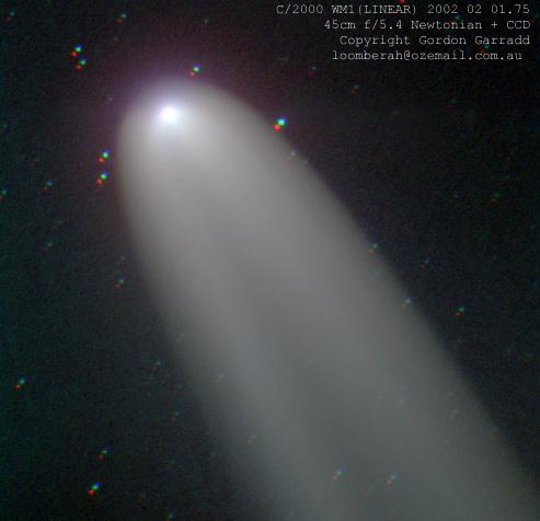 La comète LINEAR WM1 brille dans le sud
