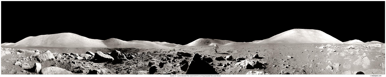 Panorama d\'Apollo 17: un astronaute court