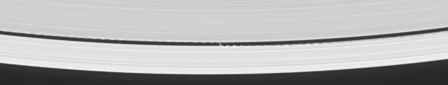Une lune faiseuse de vagues dans les anneaux de Saturne