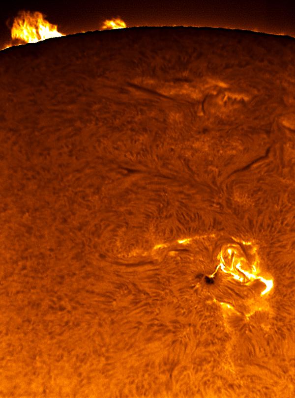 La tache solaire 875 entre en éruption
