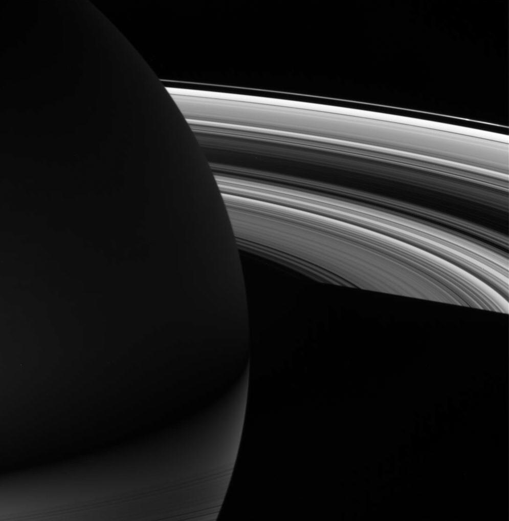 Saturne by night