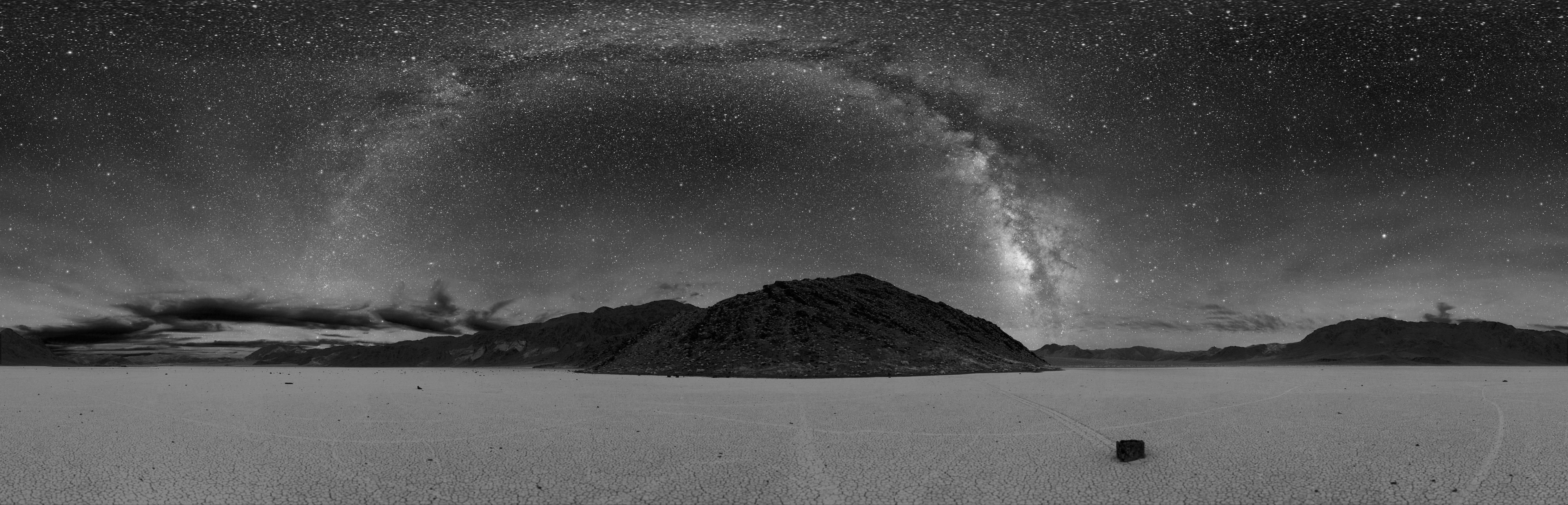 Ciel noir sur la Vallée de la Mort
