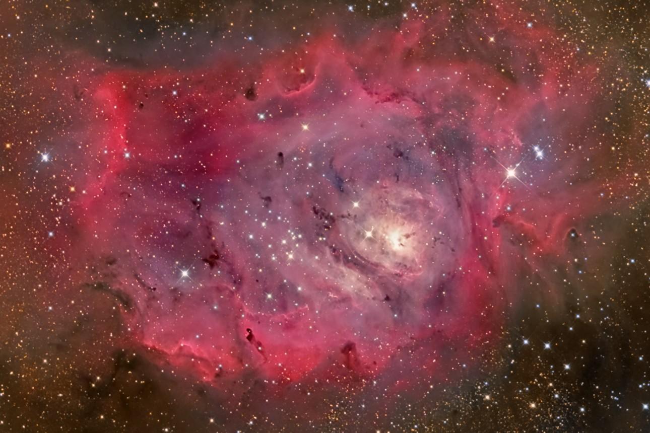La Nébuleuse du Lagon en gaz, poussières et étoiles