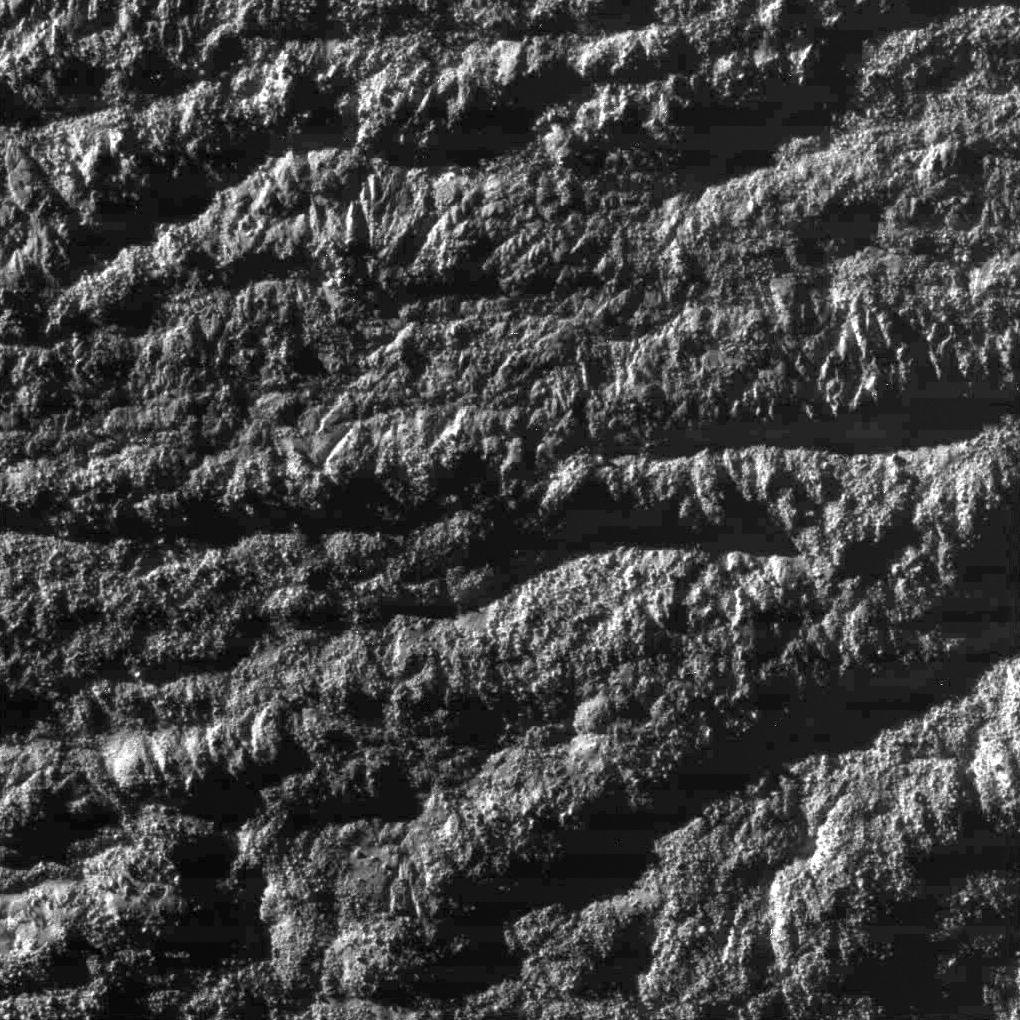 1700 kilomètres au-dessus d'Encelade