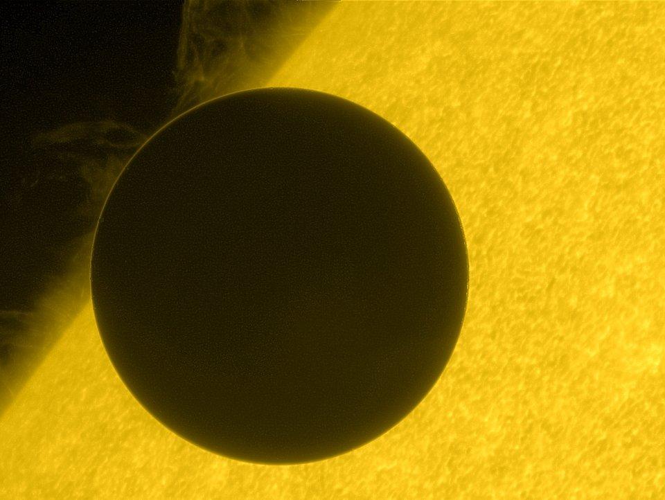 Vénus au bord du Soleil