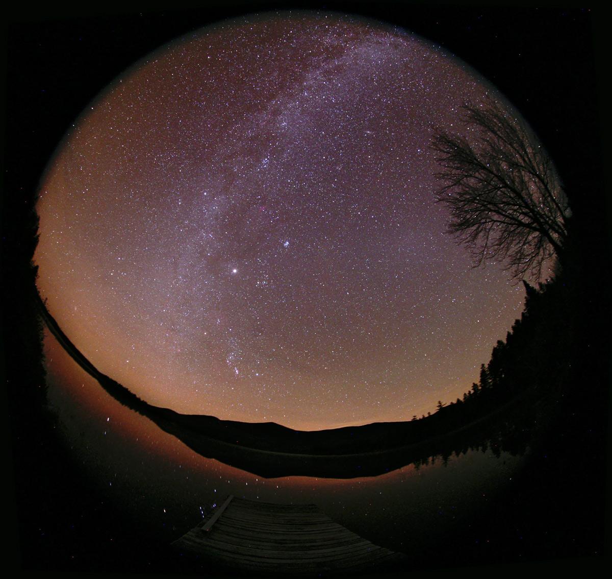La lumière zodiacale et la Voie lactée
