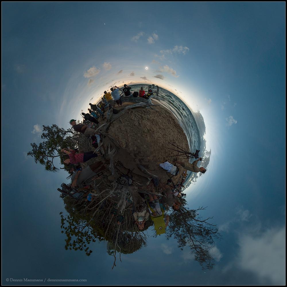 Petite planète à l\'ombre de la Lune