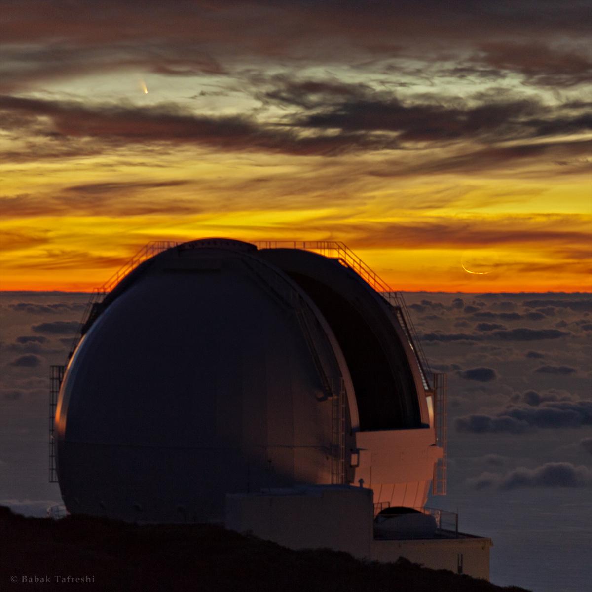 La comète PanSTARRS au coucher du Soleil