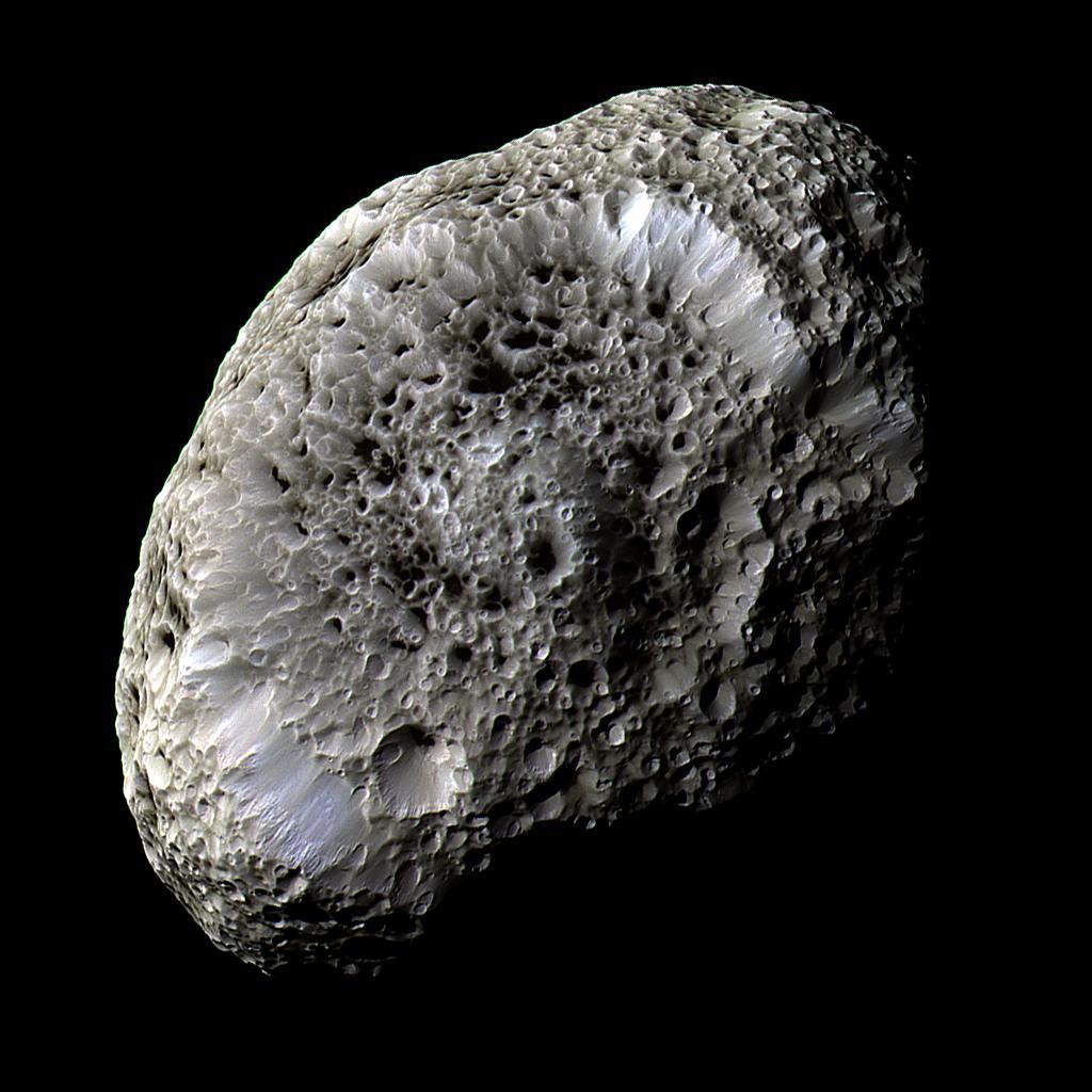 Hyperion, la lune aux étranges cratères