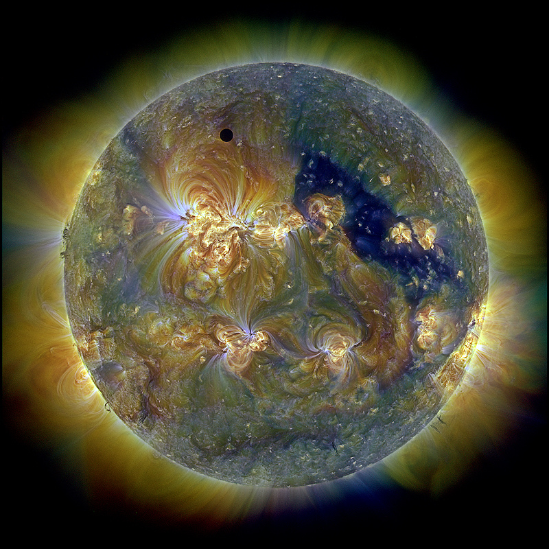 Transit de Vénus en triple ultraviolet