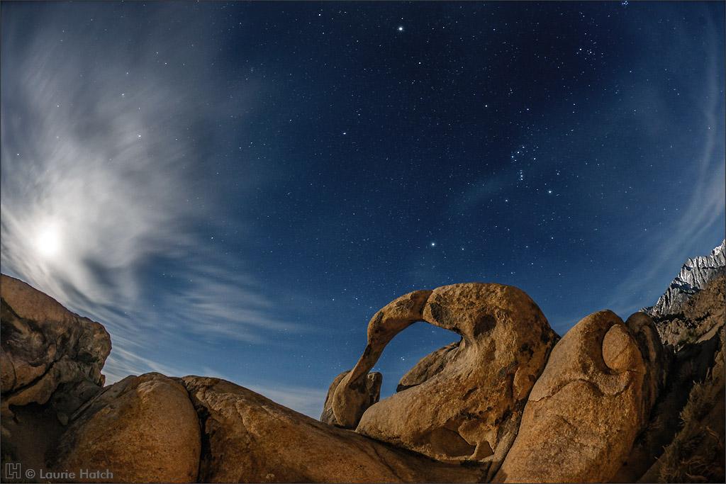 Lever de Lune sur une arche de Möbius