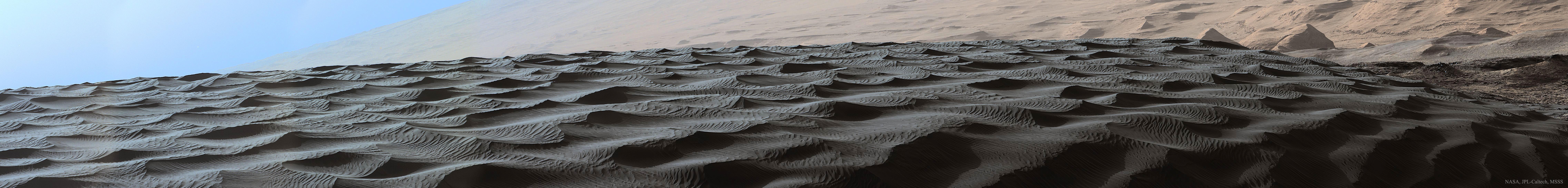 Sombres dunes sur Mars