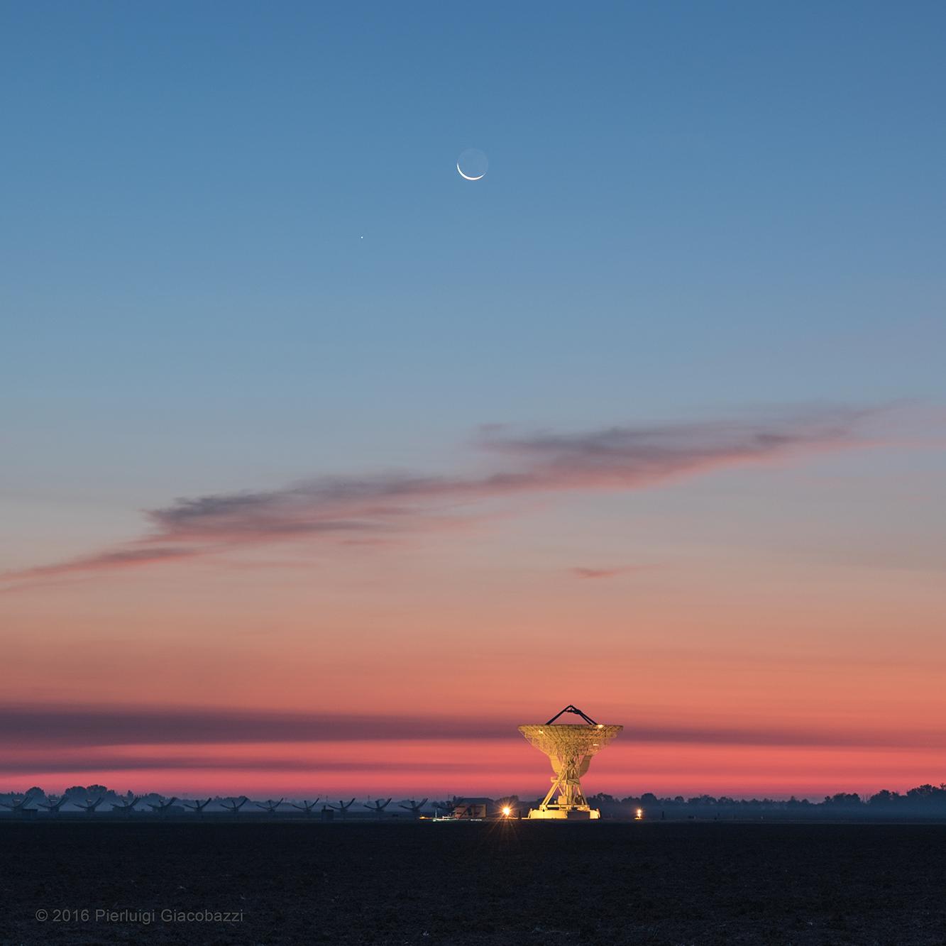 La Lune et Mercure au crépuscule