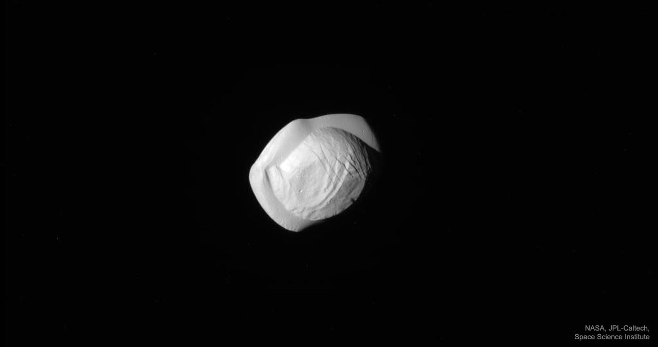 La Lune Pan vue par Cassini