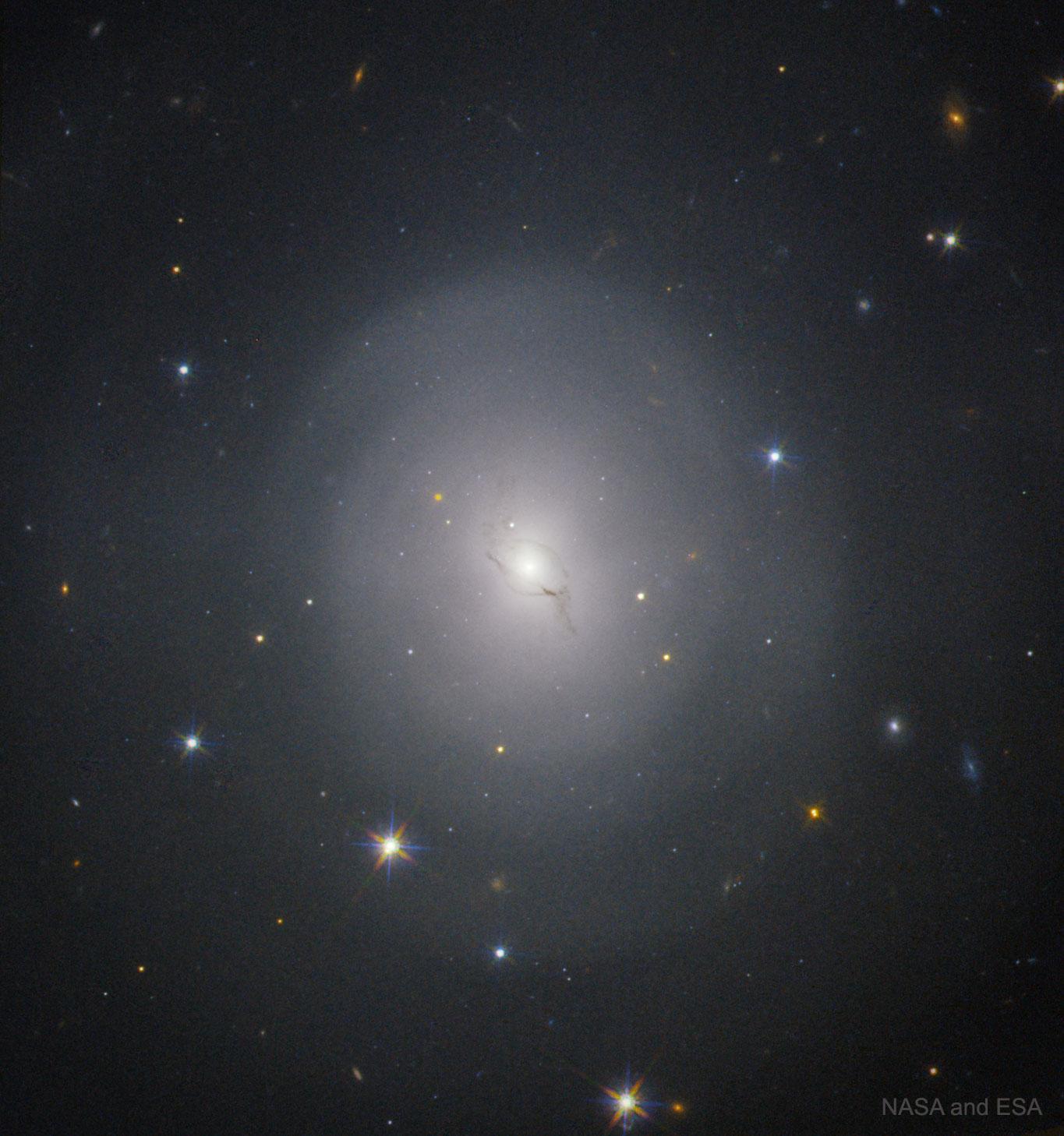 NGC 4993 : l\'emplacement galactique d\'une explosion d\'historique