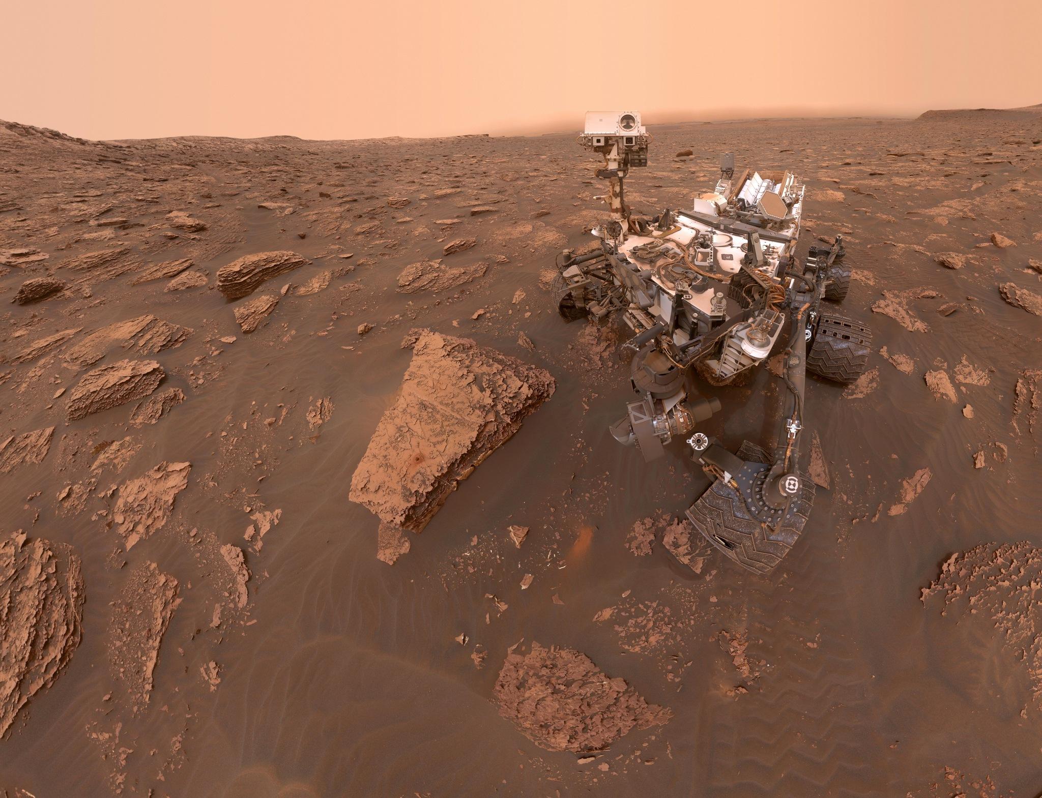 Selfie de Curiosity dans la poussière