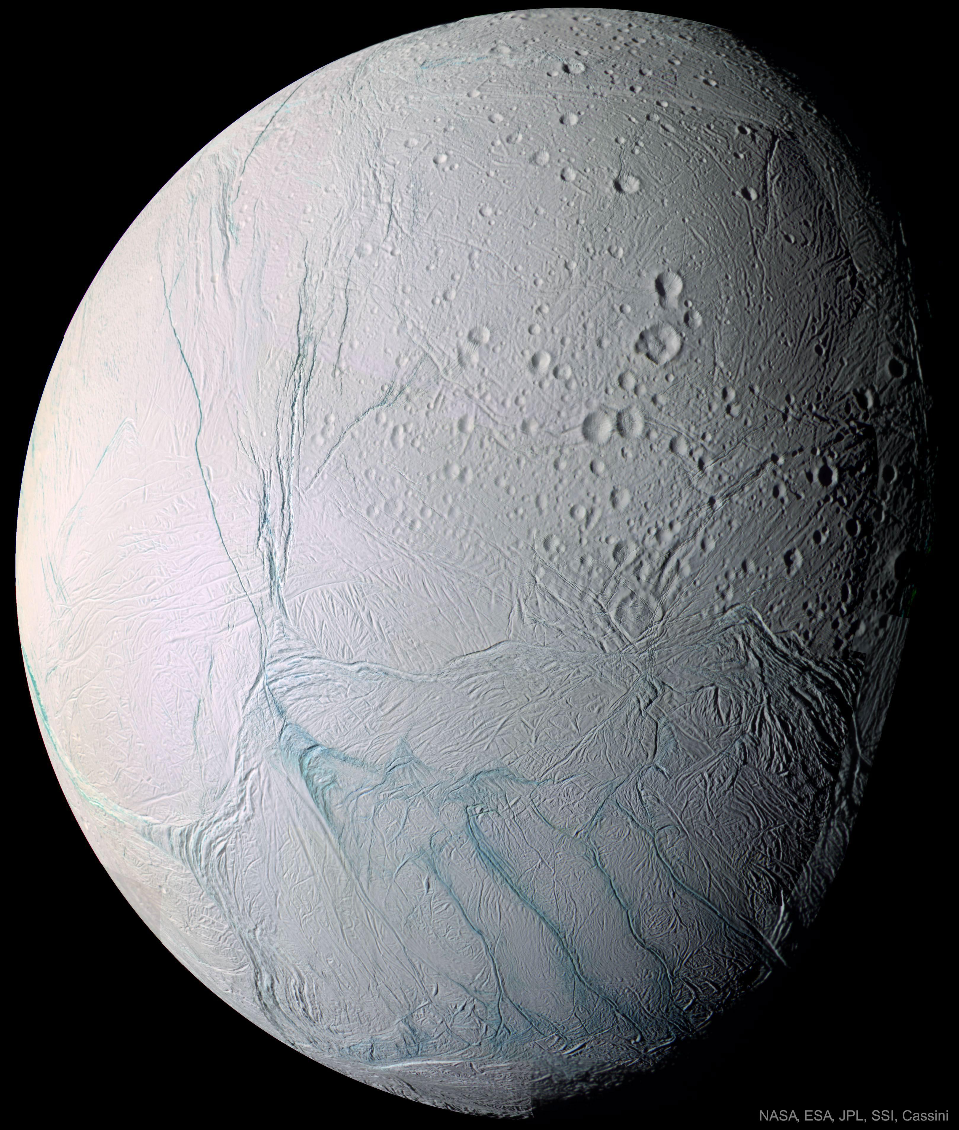 Molécules organiques complexes sur Encelade