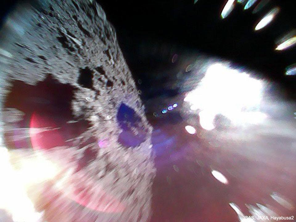 Le Rover 1A sautille sur l\'astéroïde Ryugu