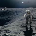 Apollo 16 : exploration du cratère Plum -