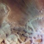 Nuages d'eau colorés au-dessus de Mars