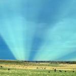 Rayons anti-crépusculaires au-dessus du Colorado