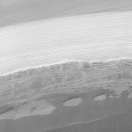 De la glace d'eau photographiée dans la calotte polaire martienne