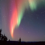 Une comète et une aurore au-dessus de l'Alaska