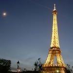 La Lune et les planètes aux côtés de la Tour Eiffel