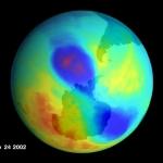 Un petit trou d'ozone double en 2002