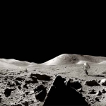 Panorama d'Apollo 17 : un astronaute court