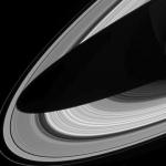 Une ombre sur les anneaux de Saturne