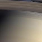Voir à travers l'anneau C de Saturne