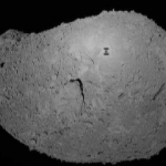 L'ombre d'un robot sur l'astéroïde Itokawa