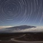 Filé d'étoiles au-dessus du Maunea Kea