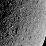 Antiques cratères sur Rhéa
