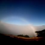 Un arc de brouillard au-dessus de la Californie